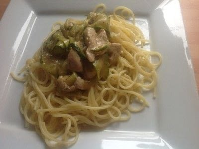 How to cook a chicken dish. Garlic Chicken & Courgette Ribbons  - Step 7