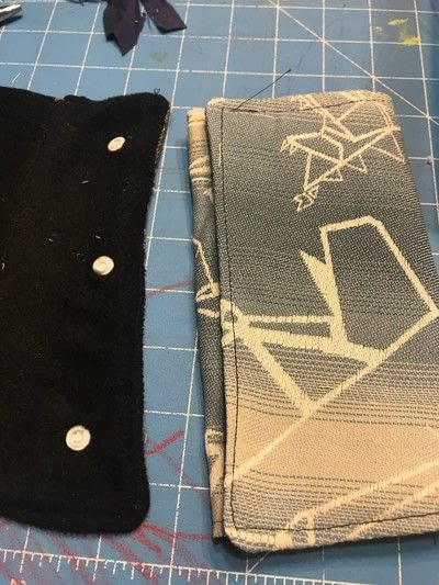 How to make a baby carriers. Seatbelt Cover / Drool Pads - Step 4