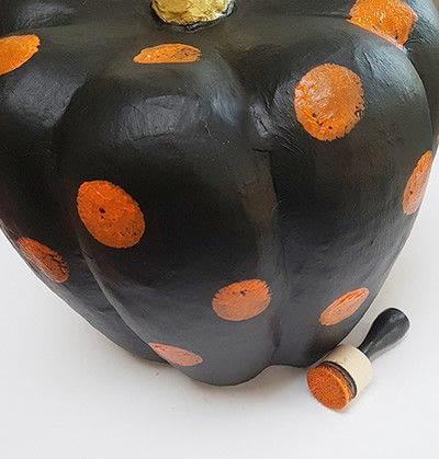 How to make a Halloween decoration. Pumpkin On Pillar - Step 5