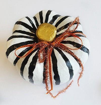 How to make a Halloween decoration. Pumpkin On Pillar - Step 6