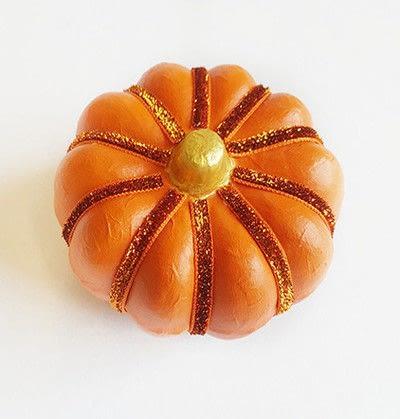 How to make a Halloween decoration. Pumpkin On Pillar - Step 7