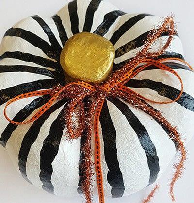 How to make a Halloween decoration. Pumpkin On Pillar - Step 8