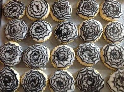 How to decorate a seasonal cookie. Easy Halloween Cookies - Step 5