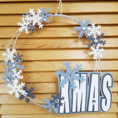 How to make a Christmas decoration. Christmas Wreath With Paper Snowflakes - Step 6
