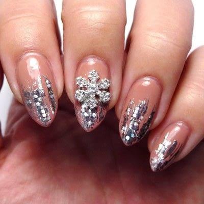 How to paint seasonal nail art. Merry Mauve - Step 3