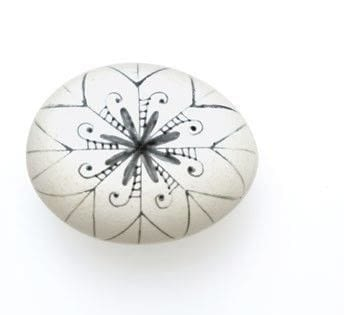 How to make a decorative egg. Black And White Snowflake Egg - Step 2