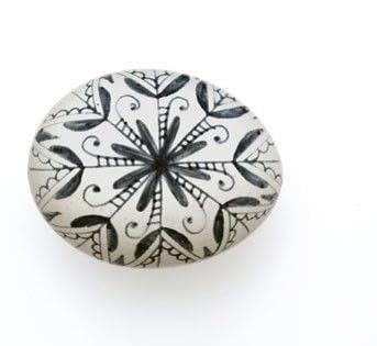 How to make a decorative egg. Black And White Snowflake Egg - Step 3