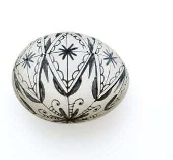 How to make a decorative egg. Black And White Snowflake Egg - Step 4