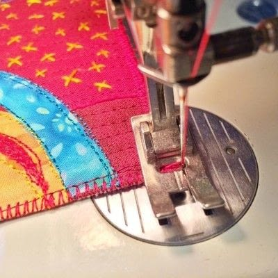 How to stitch . Satin Stitched Edges For Art Quilts - Step 4