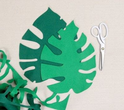 How to make a decoration. Easy Felt Monstera Leaf - Step 2