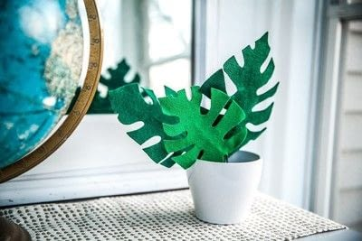 How to make a decoration. Easy Felt Monstera Leaf - Step 6