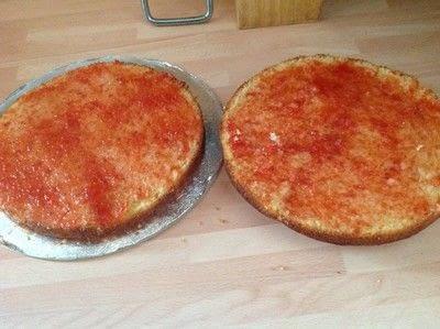 How to bake a strawberry cake. Strawberry & Cream Cake - Step 5