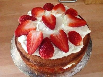 How to bake a strawberry cake. Strawberry & Cream Cake - Step 7