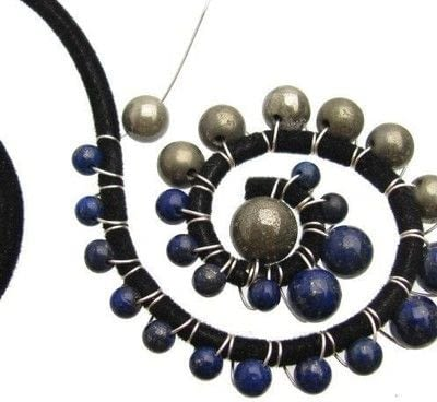 How to make a wire wrapped pendant. Wired Swirl Statement Necklace - Step 6