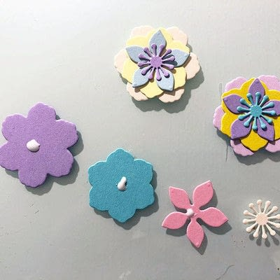 How to make a decoration. Spring Garland With Paper Flowers - Step 4