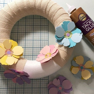 How to make a decoration. Spring Garland With Paper Flowers - Step 8