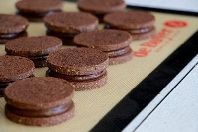 How to bake a sandwich cookie. Chocolate And Hazelnut Biscuits - Step 15