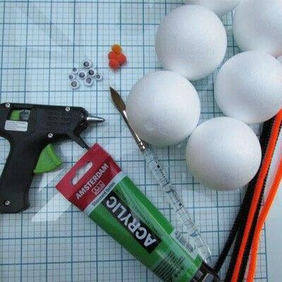 How to make a mixed media. Cute Stryofoam Caterpillars - Step 1