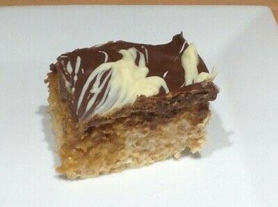 How to bake a bar / slice. Caramel Crispy Cake - Step 7