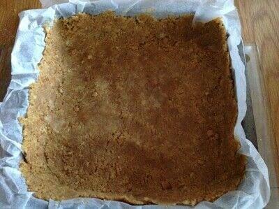 How to bake a cheesecake. Nutella Cheesecake Bars - Step 1