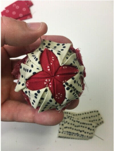 How to make an ornament. Quilted Ball Ornament - Step 4