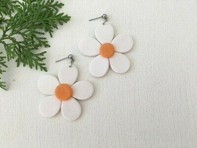 How to make a pair of clay earring. Polymer Clay Daisy Earrings - Step 10