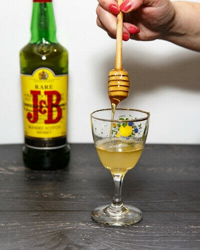 How to mix a Hot Toddy cocktail. Scotch Toddy - Step 3