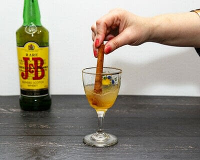 How to mix a Hot Toddy cocktail. Scotch Toddy - Step 4