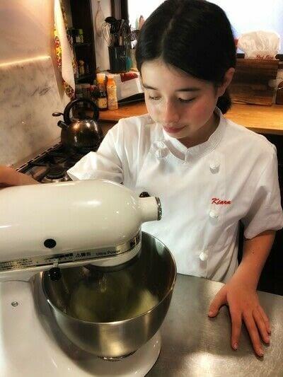 How to bake a meringue. Kiwi Pavlova - Step 1