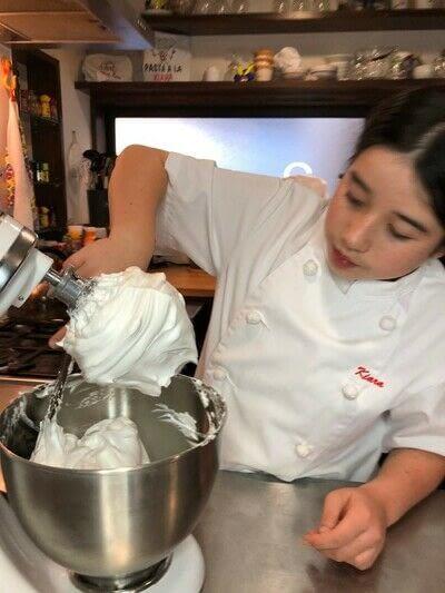 How to bake a meringue. Kiwi Pavlova - Step 2