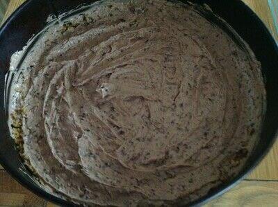 How to bake a cheesecake. Chocolate Flake Cheesecake  - Step 5