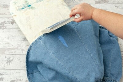 How to paint a painted skirt. Feather Print Skirt - Step 14