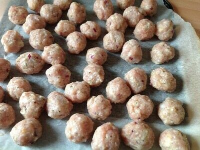 How to cook a meatball. Turkey Meatballs In Creamy Sauce - Step 1