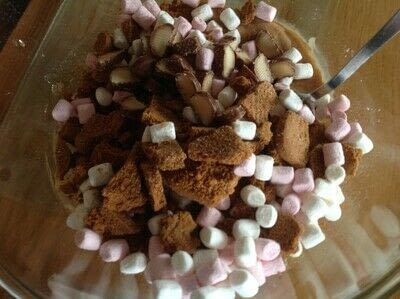 How to bake a bar / slice. Biscoff Rocky Road - Step 2
