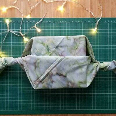 How to make a storage unit. Fat Quarter Gift Wrap - Step 3