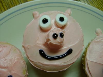 How to decorate an animal cake. Animal Cupcakes! - Step 1