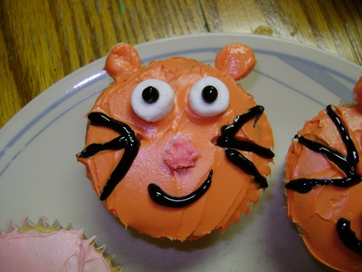 How to decorate an animal cake. Animal Cupcakes! - Step 2