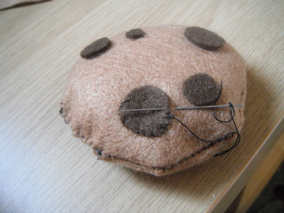 How to make a cookie plushie. Cookie Plushie - Step 7