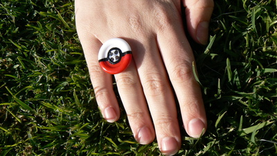 How to make a button ring. Pokébutton Ring - Step 8