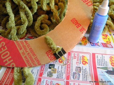 How to make a yarn wrapped wreath. Fall Wrapped Yarn Wreath - Step 3