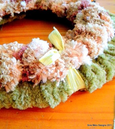 How to make a yarn wrapped wreath. Fall Wrapped Yarn Wreath - Step 5