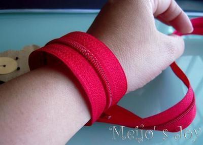 How to make a zipper bracelet. Functional Zip Cuff - Step 2