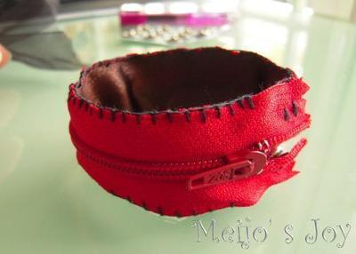 How to make a zipper bracelet. Functional Zip Cuff - Step 6