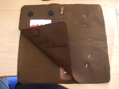 How to sew a fabric character pouch. Domo Kun Pouch - Step 9