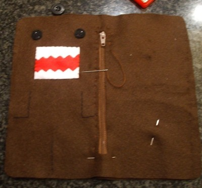 How to sew a fabric character pouch. Domo Kun Pouch - Step 10