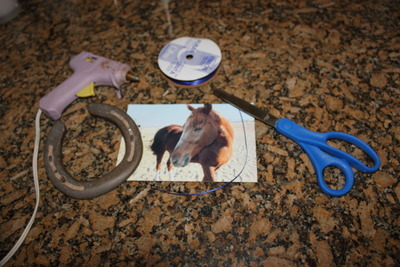 How to make a recycled photo frame. Horse Shoe Photo Frame - Step 1