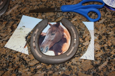 How to make a recycled photo frame. Horse Shoe Photo Frame - Step 3