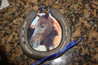 How to make a recycled photo frame. Horse Shoe Photo Frame - Step 5