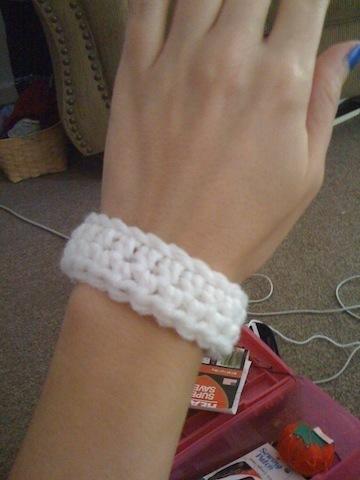 How to stitch a knit or crochet bracelet. Crocheted Bracelet - Step 4
