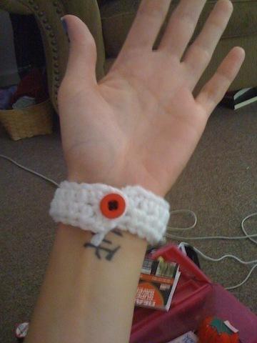 How to stitch a knit or crochet bracelet. Crocheted Bracelet - Step 5